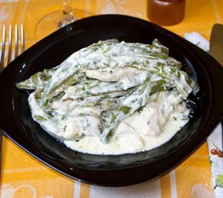 Articole culinare : Pui cu fasole verde şi smântână
