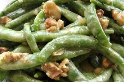 Salată de fasole verde cu nuci și portocale