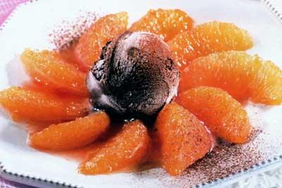 Grepfrut confiat cu înghețată de cacao