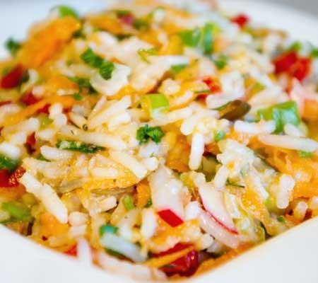 Salată de orez cu pește afumat