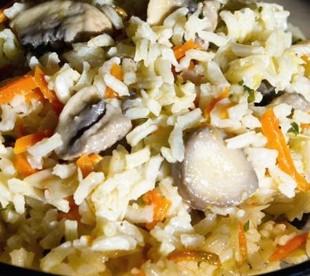Pilaf de ciuperci cu morcovi si praz