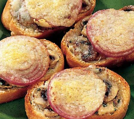 Bruschette cu ciuperci si ceapa rosie