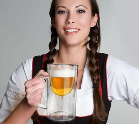 Accesorii pentru vin: Halba de bere cu pahar de vin incastrat