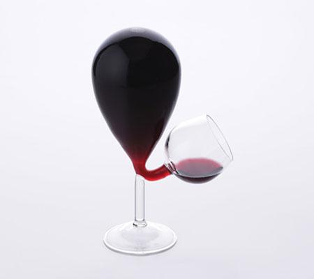 Accesorii pentru vin: Paharul cu rezervor si nivel constant