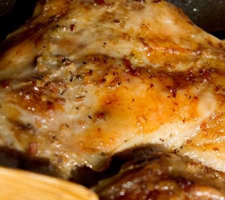 Friptura de miel la tava cu usturoi